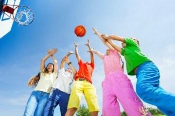 खेलना केवल एक पाठ्येत्तर गतिविधि नहीं होनी चाहिए , यह आपके बच्चे के आत्म-विश्वास को बढ़ाती है । हमारे विशेषज्ञ बता रहे हैं कैसे ?